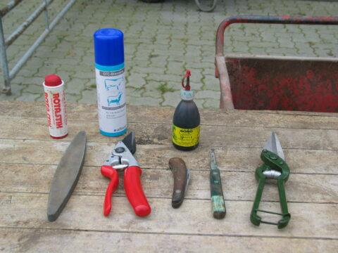 Foto: Material für die Klauenpflege (© Schafzüchtervereinigung NRW)